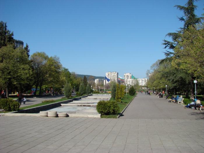 """На 13 октомври ограничават паркирането около парк """"Зеленият клин"""" в Стара Загора"""